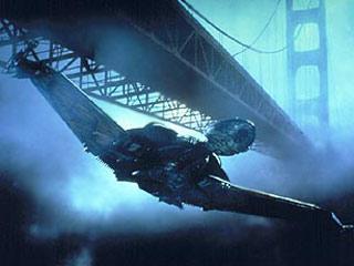 Klingon Bird of Prey narrowly missing the Golden Gate Bridge.